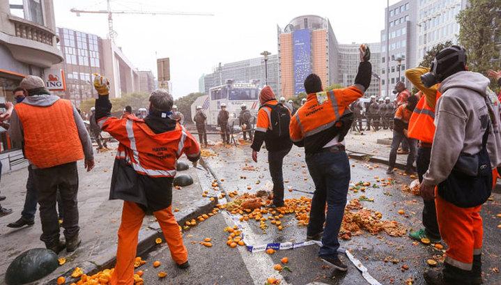Беспорядки в Брюсселе: газ против апельсинов