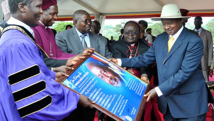 Президент Уганды изменил конституцию ради переизбрания