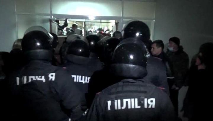 """Аваков ищет, кем заменить 20 тысяч """"дезертиров"""" из милиции"""