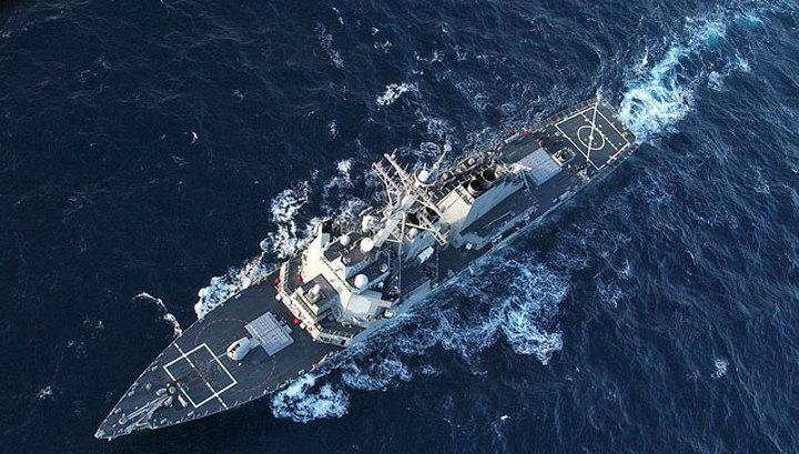 За американским эсминцем в Черном море проследит сторожевой корабль