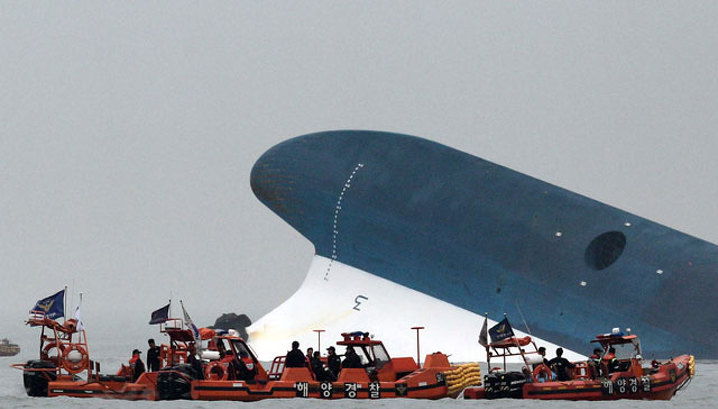 Крушение южнокорейского парома: без вести пропали 300 человек