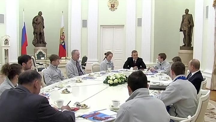 Путин встретился с детьми, покорившими Северный полюс
