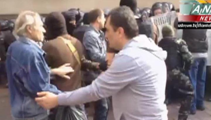 В Донецке антимайдановцы штурмуют прокуратуру, есть пострадавшие