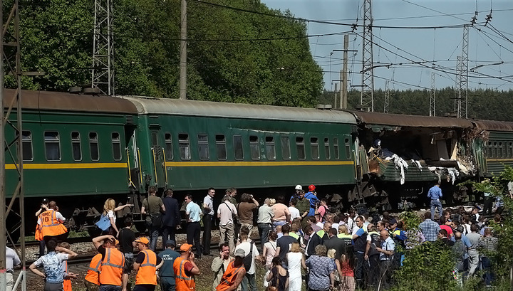 Эксперты: причина крушения поездов в Подмосковье - искривление рельса
