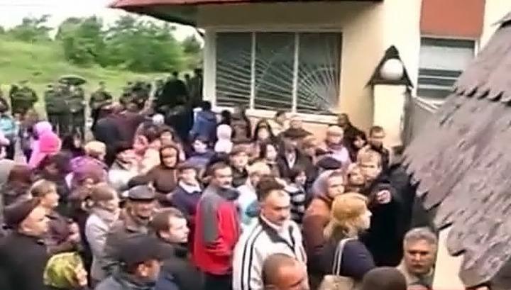 В Львовской области родственники призывников заблокировали часть