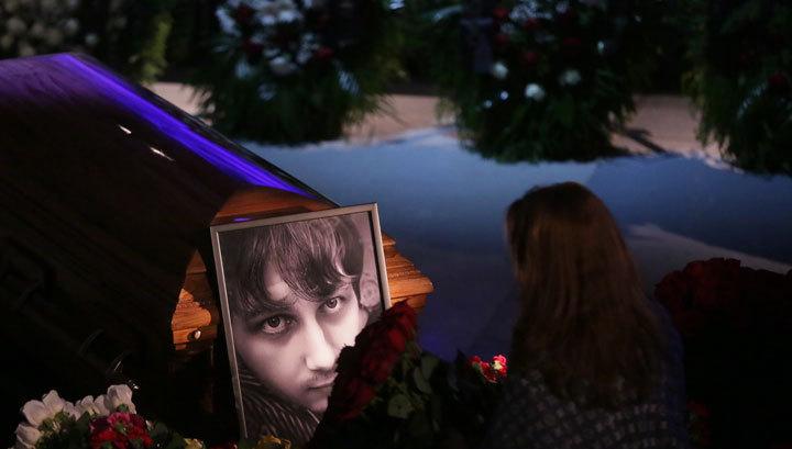 Погиб как герой: проститься с Антоном Волошиным пришли сотни людей