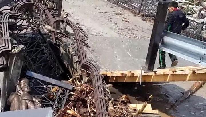 В пострадавшем от паводка поселке в Бурятии расчистили дороги