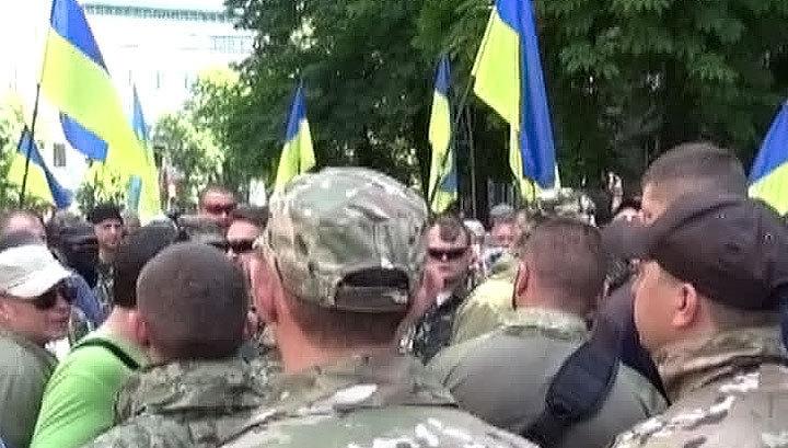 В Киеве народное вече потребовало у Порошенко прекратить перемирие