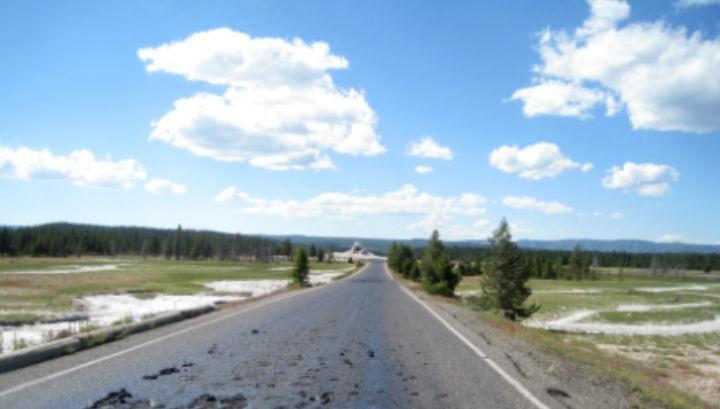 Расплавленный участок дороги Firehole Lake Drive