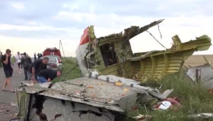 """Авиакатастрофа над Украиной: все, кто был в """"Боинге"""", погибли"""
