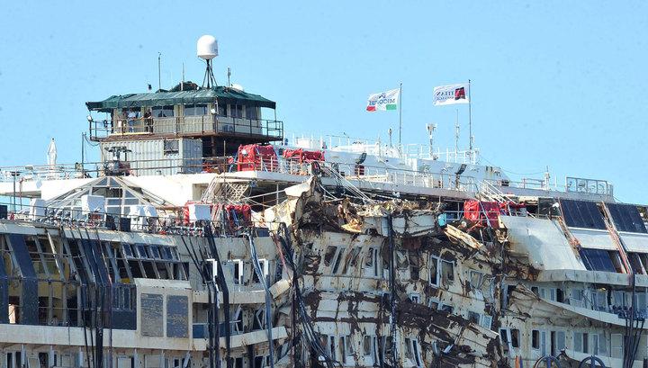 В Геную Costa Concordia тащили 8 буксиров