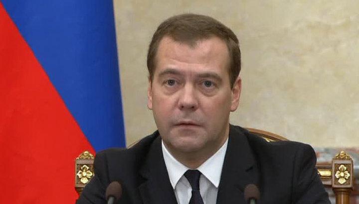 """Медведев заговорил по-украински из-за """"шапито-шоу"""" с Саакашвили"""