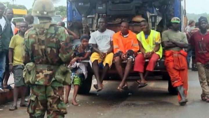 В Либерии больные лихорадкой Эбола разбежались во время атаки на центр карантина