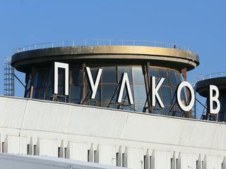 Пассажирский самолет совершил аварийную посадку в аэропорту Санкт-Петербурга