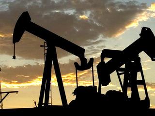 Цена нефти Brent упала ниже $66 за баррель впервые с 28 апреля