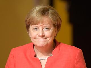 После встречи с Макроном Меркель сделала тест на коронавирус