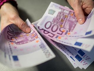 Евро превысил 92 рубля, доллар – выше 78
