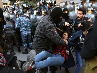 Два митинга одновременно: Ереван поделили противники и сторонники Пашиняна