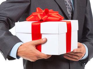 Чем удивить любимого в праздник: обзор подарков к 23 февраля