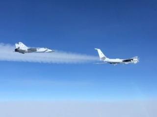 Ту-142 выполнили разведку в Арктике