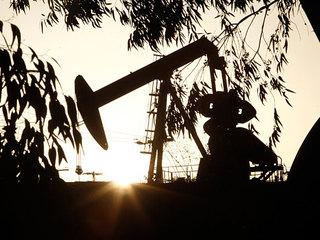 Нефть на максимумах: доллар  ниже 72, евро  дешевле 88 рублей