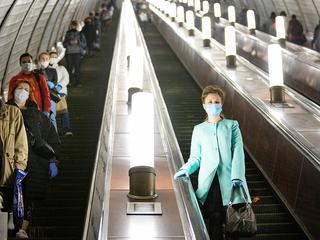 """На метро """"Охотный ряд"""" начали штрафовать пассажиров без масок"""