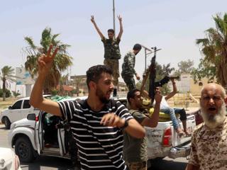 Четверых россиян освободили в Ливии и отправили домой