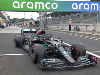 Гран-при Бахрейна. Хэмилтон стал лучшим в первой практике, Квят – 17-й