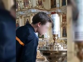 Подросток прикурил от свечи в соборе Читы ради публикации в TikTok