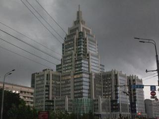 МЧС предупреждает о сильном ветре и грозе в Москве