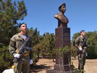 В Севастополе открыли памятник десантнику Андрею Арансону