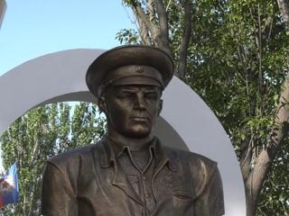 Памятник Василию Маргелову и сквер десантников открыли в Луганске