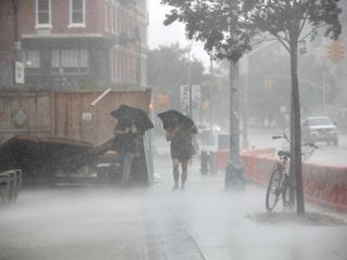 """На США обрушился тропический шторм """"Исайас"""", есть жертвы photo"""