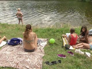 Купальный сезон не открыт, но москвичи устраивают заплывы в водоемах. Местное время