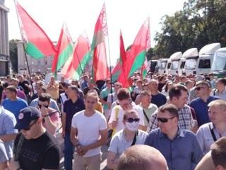 На площадь Независимости Минска прибыл президентский лимузин без штандарта