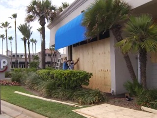 """Ураган """"Лаура"""" вынуждает власти южных штатов прибегнуть к массовой эвакуации людей"""