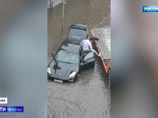 Москва отрепетировала осень: сильный ливень затопил Третьяковку и улицы