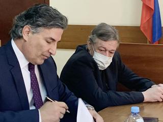 Помню, что искал пиво: Ефремов дал показания по делу о ДТП