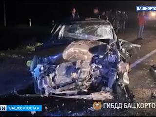 """Смертельное ДТП в Башкирии: """"КамАЗ"""" смял легковушку, пассажирка не выжила"""