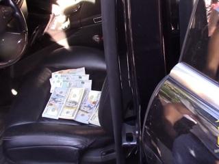 Житель Крыма организовал подпольный обменник в своей машине