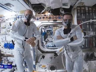 Стала известна новая зарплата космонавтов