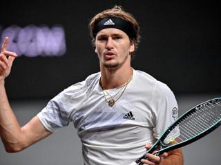 Теннисист Зверев победил Шварцмана в финале кельнского турнира
