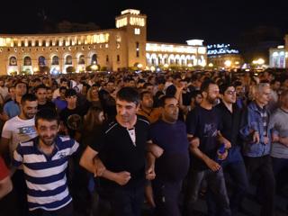 Оппозиция Армении настаивает на подписании нового соглашения по Карабаху