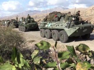 Размещение миротворцев и помощь беженцам: Путин провел совещание по ситуации в Карабахе