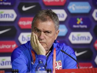 Тренер сборной Сербии по футболу покинул свой пост
