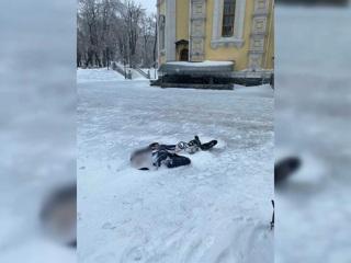 Вмерзшего в лед мужчину нашли в центре Владивостока