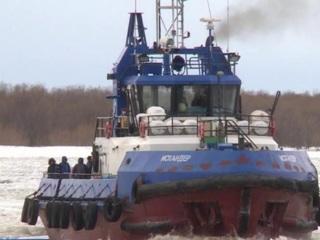 На пассажирские линии в Архангельске выходят первые буксиры