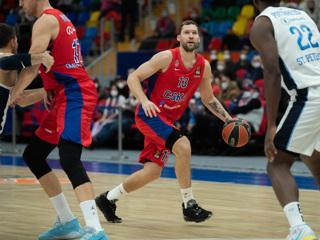 Баскетболисты ЦСКА разгромили Зенит в матче Евролиги