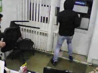 Пожилой мужчина напугал грабителя стулом