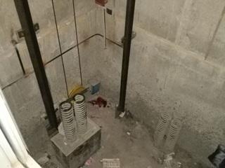 Подросток попал в реанимацию после падения в шахту лифта